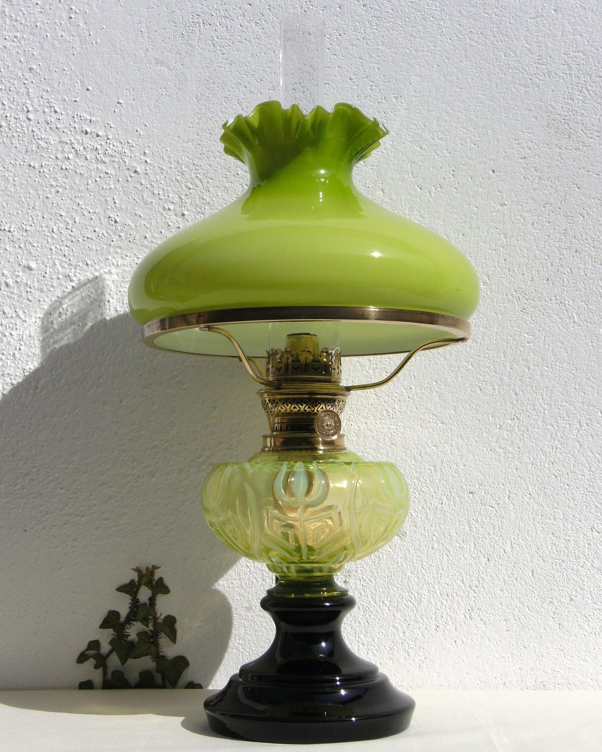 Tischlampe mit Uranglas Tank a