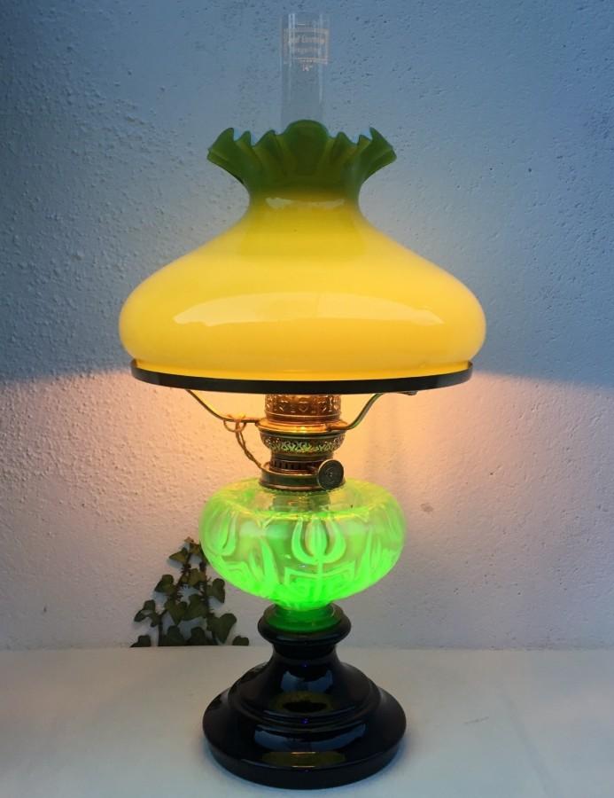 Tischlampe mit Uranglas Tank c