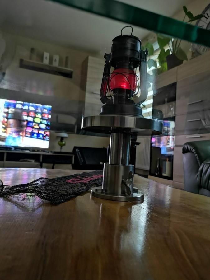 Selbstgebauten Tisch einweihen mit einer Feuerhand 176 K1490