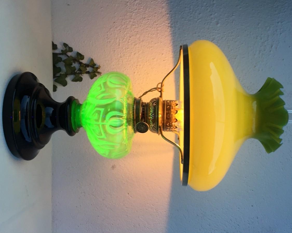 Tischlampe mit Uranglas Tank d