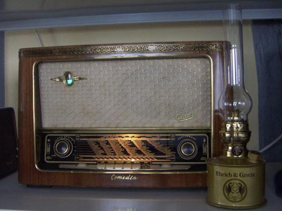 Ehrich & Graetz Matador-Lampe 15''' mit meinem Graetz Comedia 4R-216-Röhrenradio